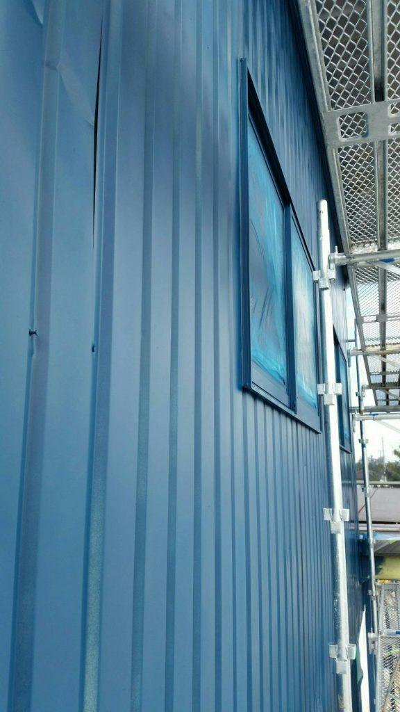 坂戸市で店舗外部を吹付塗装後の写真