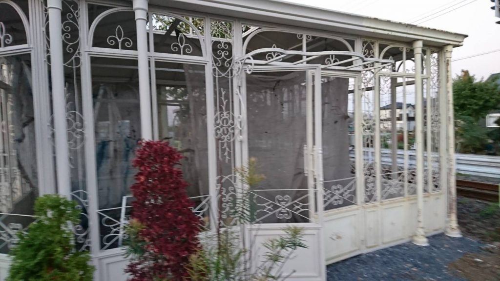 坂戸市で店舗のガゼボを塗装した後の写真